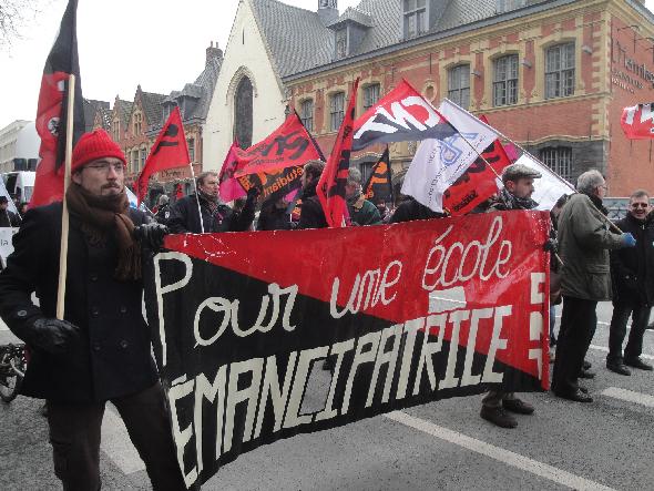 banderole-cnt-education-nord-pas-de-calais-manif-lille-12fevrier2013-reduction